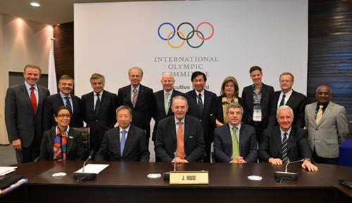 The IOC Executive Board in 2013 - only three women among the 15 members / IOC