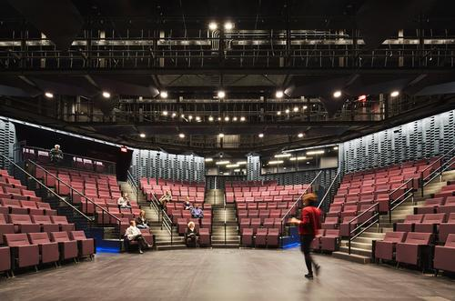 The performance space has been designed to be intimate and easily configurable / Steve Hall for Hedrich Blessing