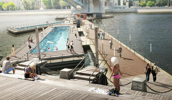 The floating pool structure is made from wood and metal and has glass fibre hulls / IMAGE:© 100ARCHITECTS