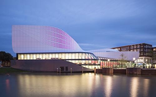 Dutch theatre unveiled with adjustable ceiling for concerts
