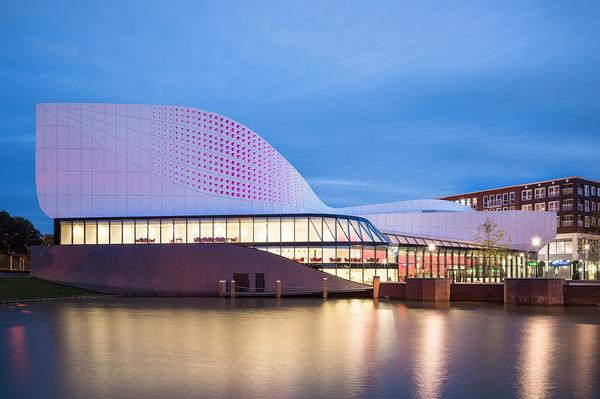 LED lighting makes the building glow purple / ©Jan Paul Mioulet