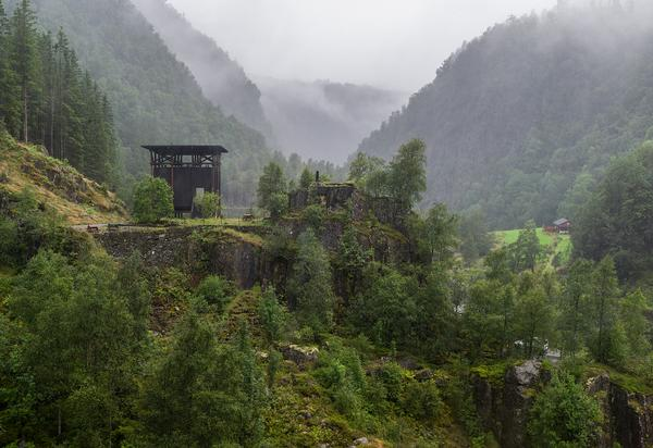 "Zumthor has said he was inspired by the ""drudgery of the miner's lives"" when designing the Allmannajuvet zinc mine museum"