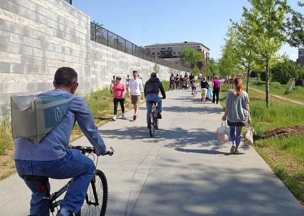 The Atlanta BeltLine provides a network of public parks and trails along a railway corridor / beltline photos: Perkins + Will