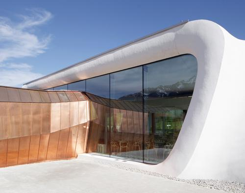 The building is a contrast between Swarovski crystal shapes and organic curves / Snøhetta Architects