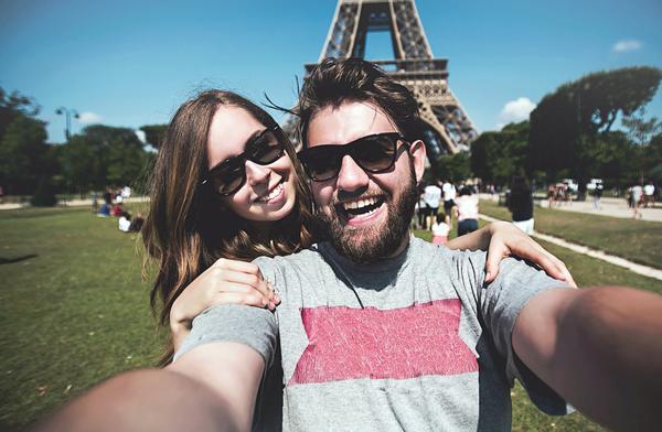 Mandarin Oriental's 'Selfie in Paris' tour for guests is a unique offer / www.shutterstock.com