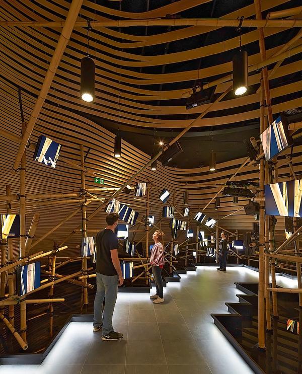 The exhibition design centres around the idea of the shitang, or table / VANKE PAVIION PHOTOS © HUFTON + CROW