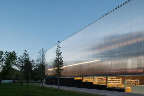 The distinctive translucent skin is raised two metres off the ground / Yuri Palmin / Garage Museum of Contemporary Art
