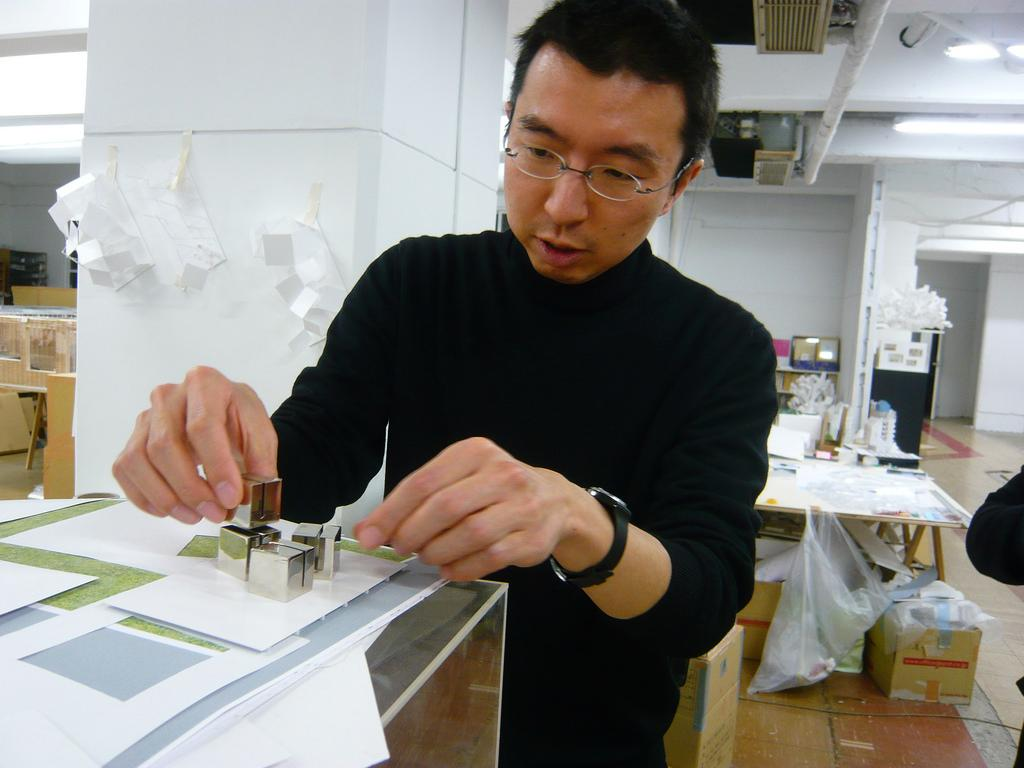 Sou Fujimoto has collaborated with fashion brand COS on the project / J Tobias