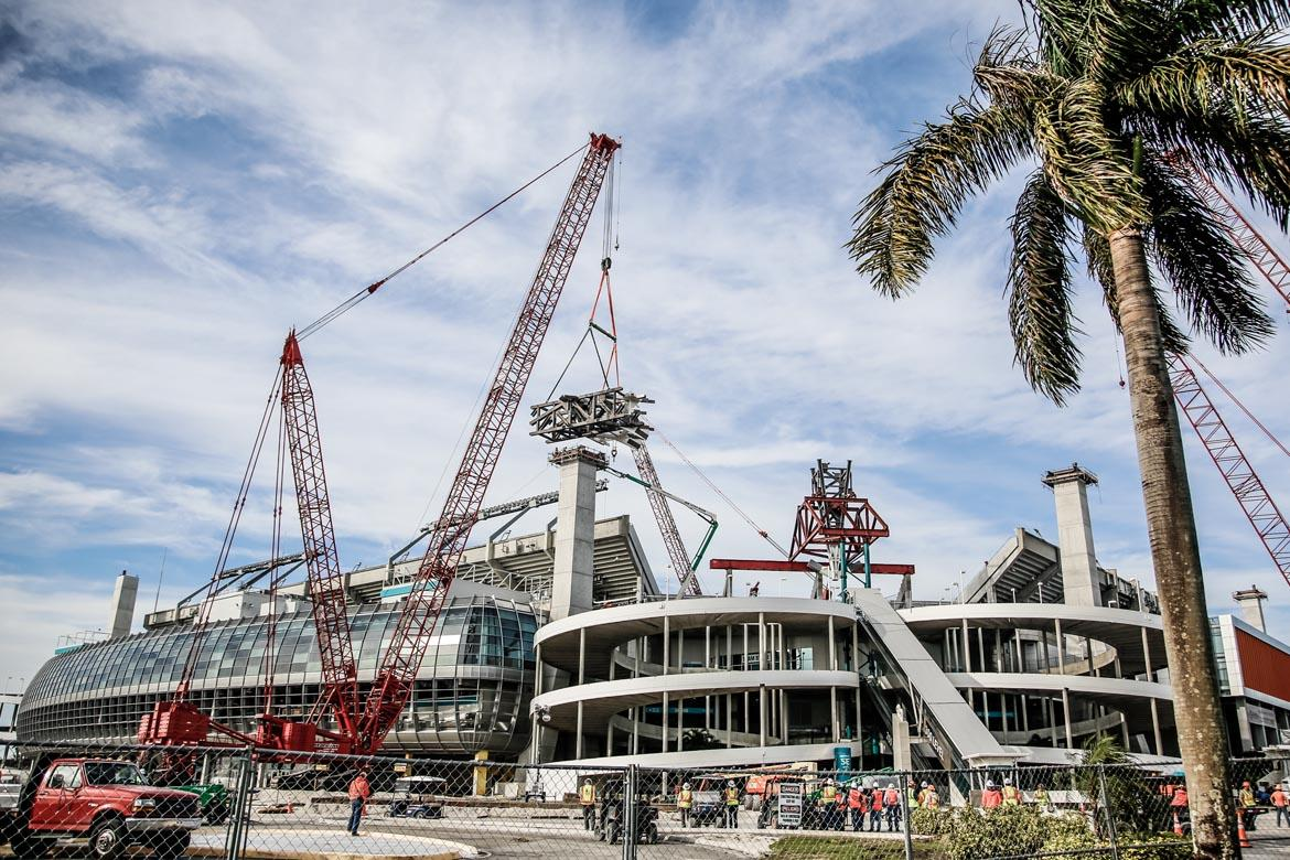 Construction is running 24/7 to complete the roof by August 2016 / Miami Dolphins