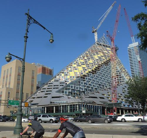 The W57 building is starting to take shape / Jim Henderson