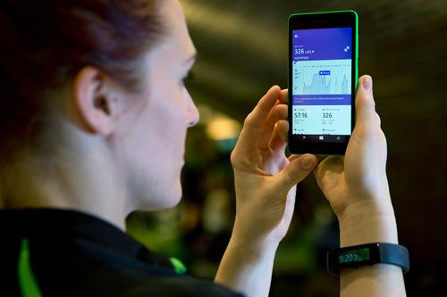 Once downloaded to the Microsoft Band, small vibrations and on-screen instructions guide users through each stage of the workout