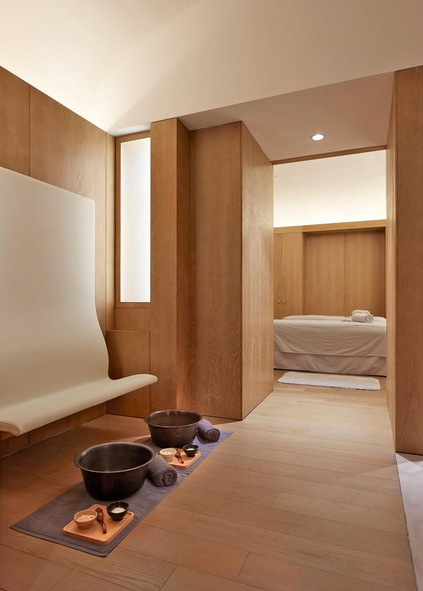 Natural tones and materials were used throughout to create a calming atmosphere
