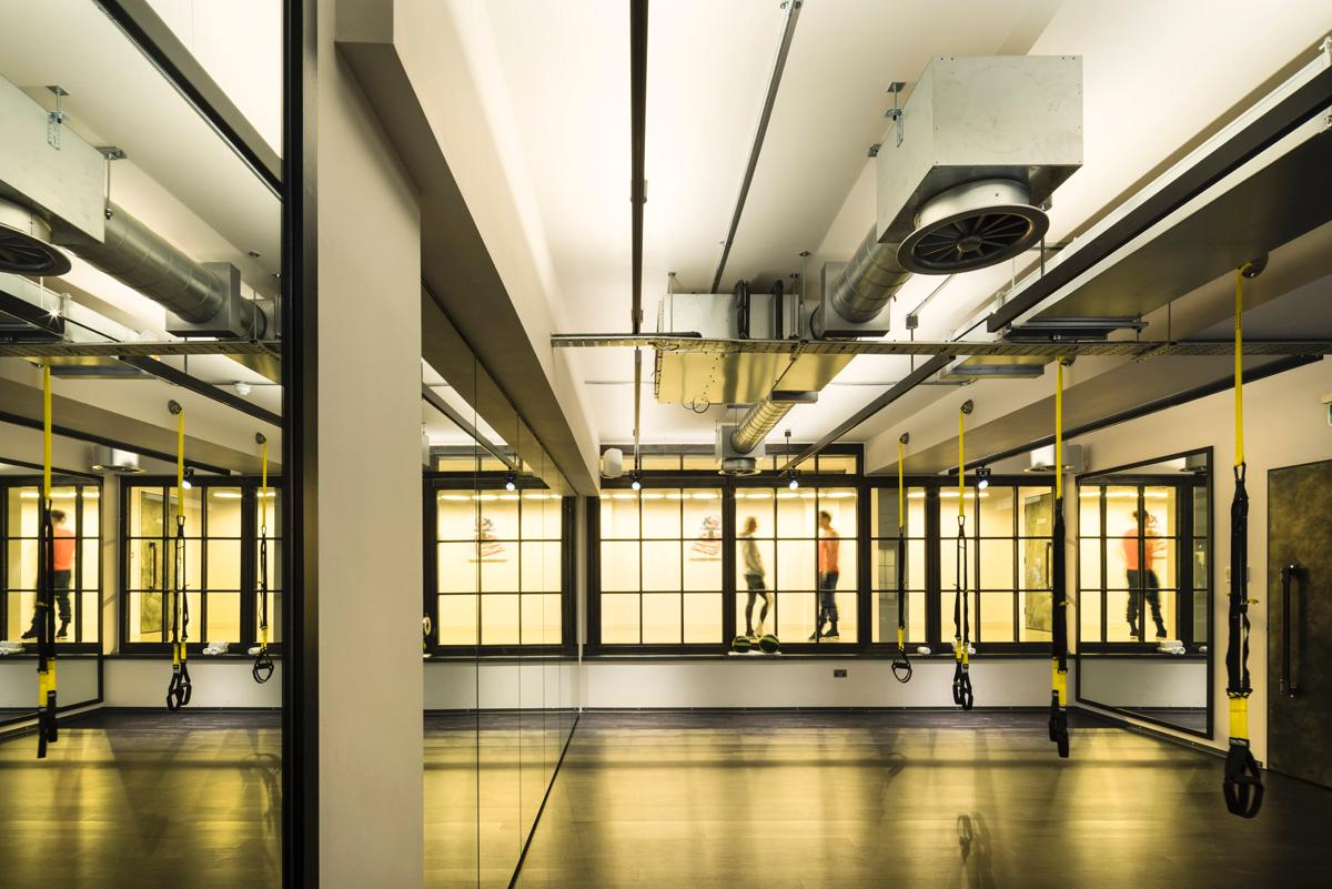 The fitness studios can be adapted in size with sliding panels, allowing multiple uses / WG+P