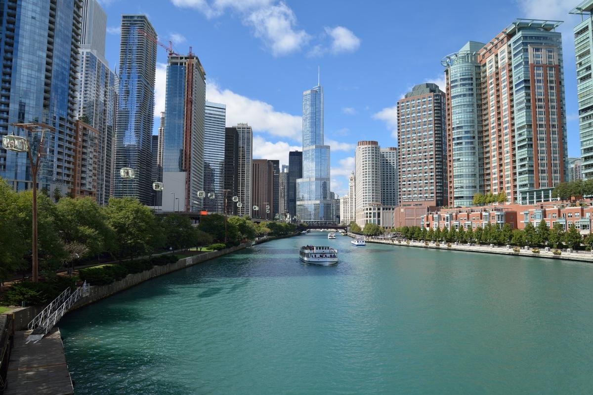 The cable car would soar above the river between Millennium Park, the Chicago Lakefront and Navy Pier / F10 Studios