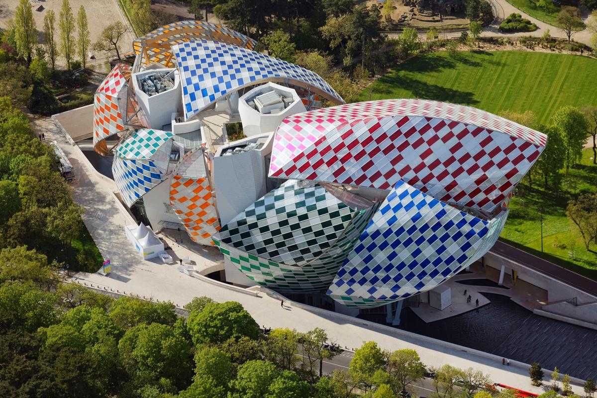 Frank Gehry's building for Fondation Louis Vuitton includes 12 glass 'sails' formed of 3,600 pieces of glass / Iwan Baan / Fondation Louis Vuitton