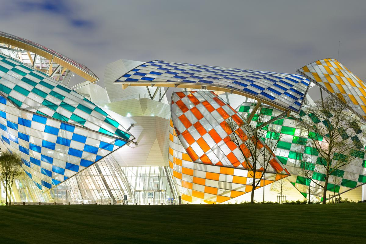 Thirteen colours have been used based on the range available from local manufacturers and factories / Iwan Baan / Fondation Louis Vuitton
