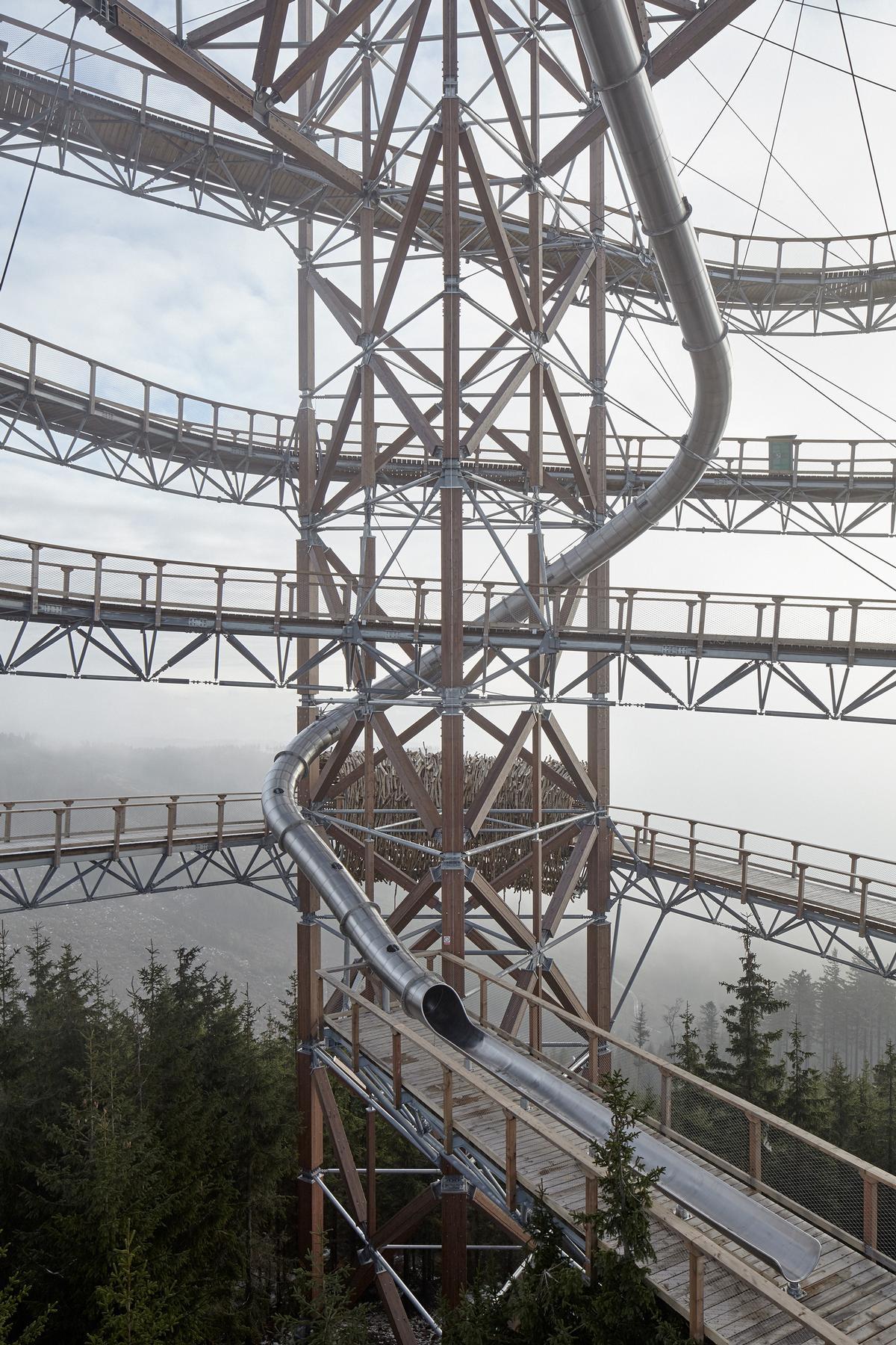 The Sky Walk can be descended via a winding 101m (331ft) stainless steel slide with side windows / Jakub Skokan, Martin T?ma / BoysPlayNice