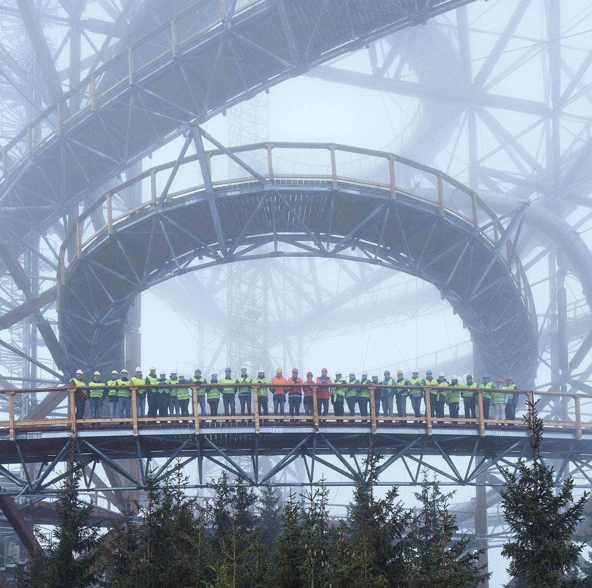 The Sky Walk was largely assembled by hand, as local safety and construction laws limited the use of machinery to assist workers on site / Jakub Skokan, Martin T?ma / BoysPlayNice