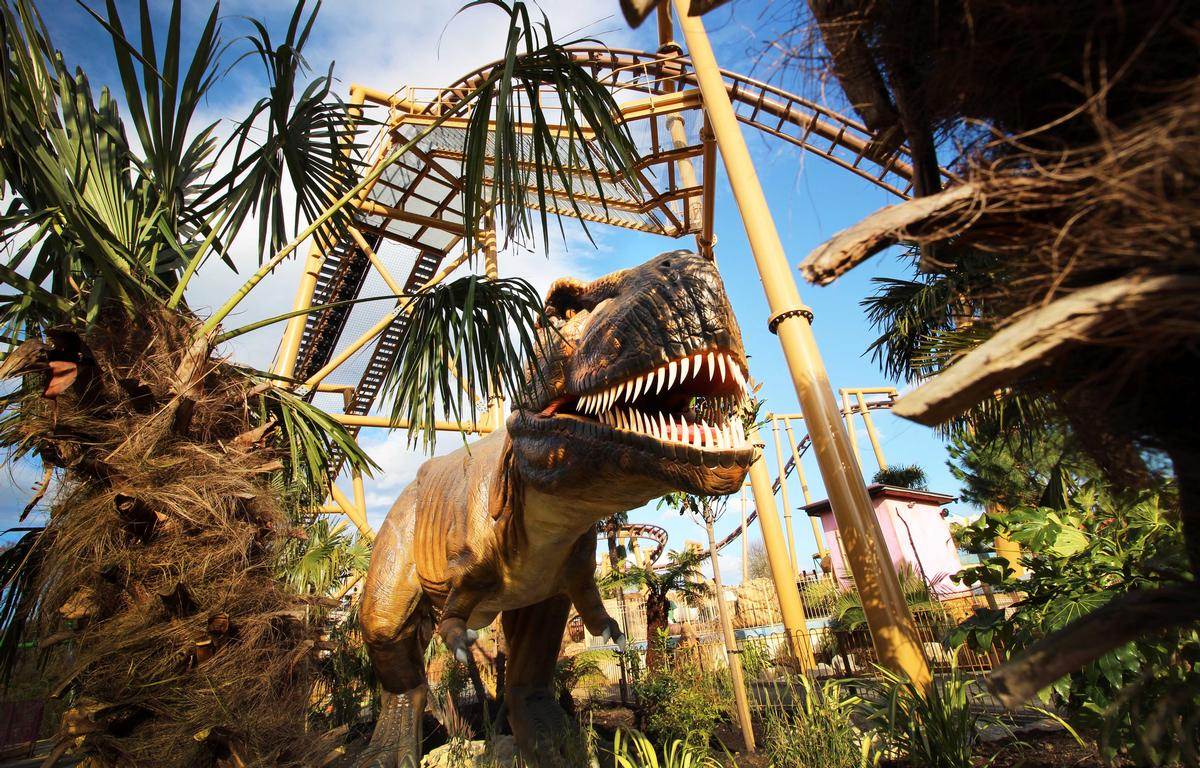 There are 27 Animatronic Dinosaurs in the dinosaur-themed zone