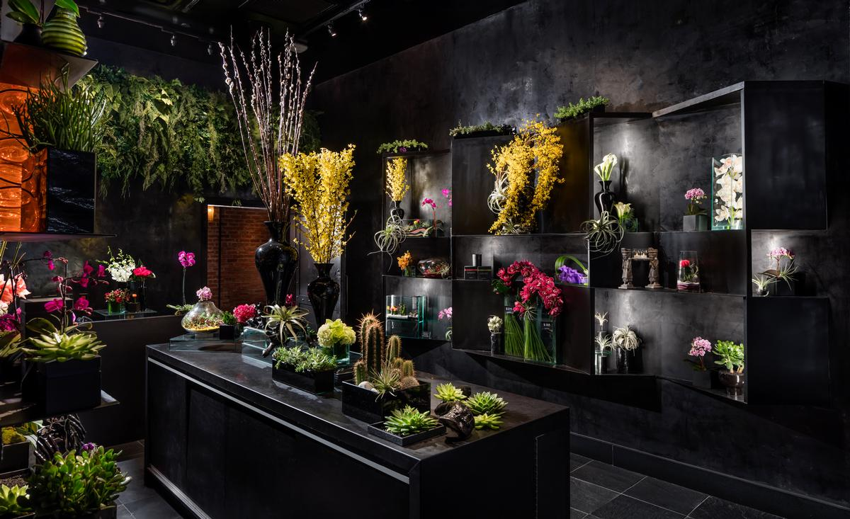 Entrance to the restaurant is through a botanical gallery and flower shop / Vandal