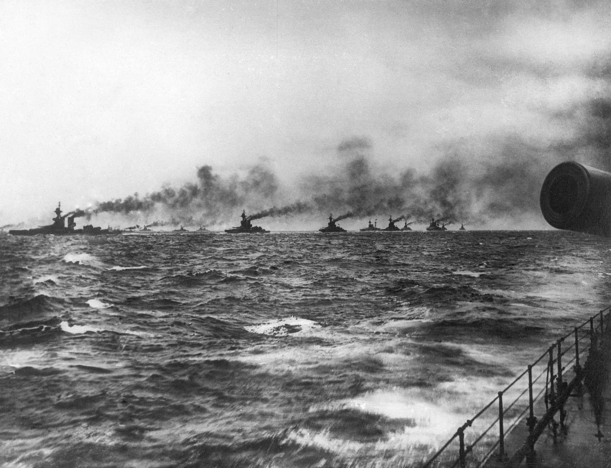 The Battle of Jutland, Dreadnought Battleships of the Grand Fleet patrol a rough North Sea / NMRN