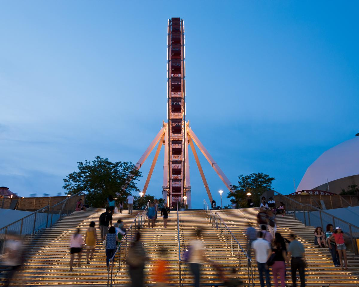 A new ferris wheel has been installed on the pier / James Corner Field Operations, courtesy of Navy Pier Inc