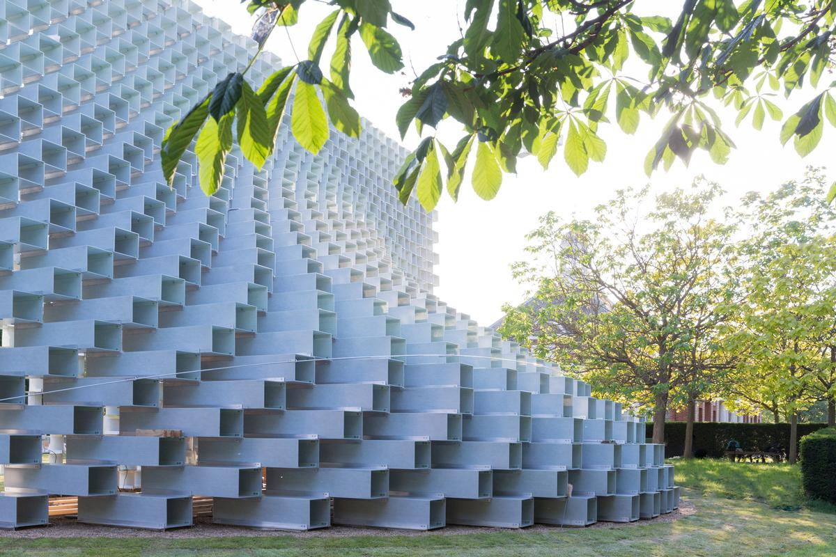 The pavilion is made from hollow fibreglass blocks stacked on top of one another / Iwan Baan