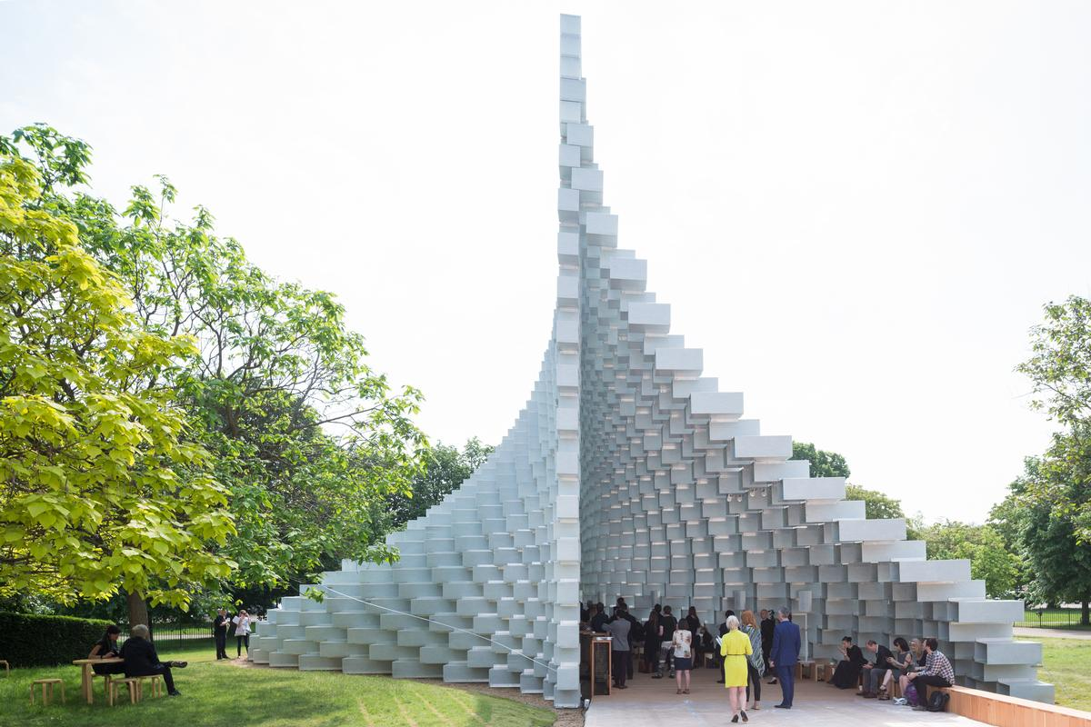 "BIG's pavilion is conceived as an ""unzipped wall … pulled apart to form a cavity within it,"" / Iwan Baan"