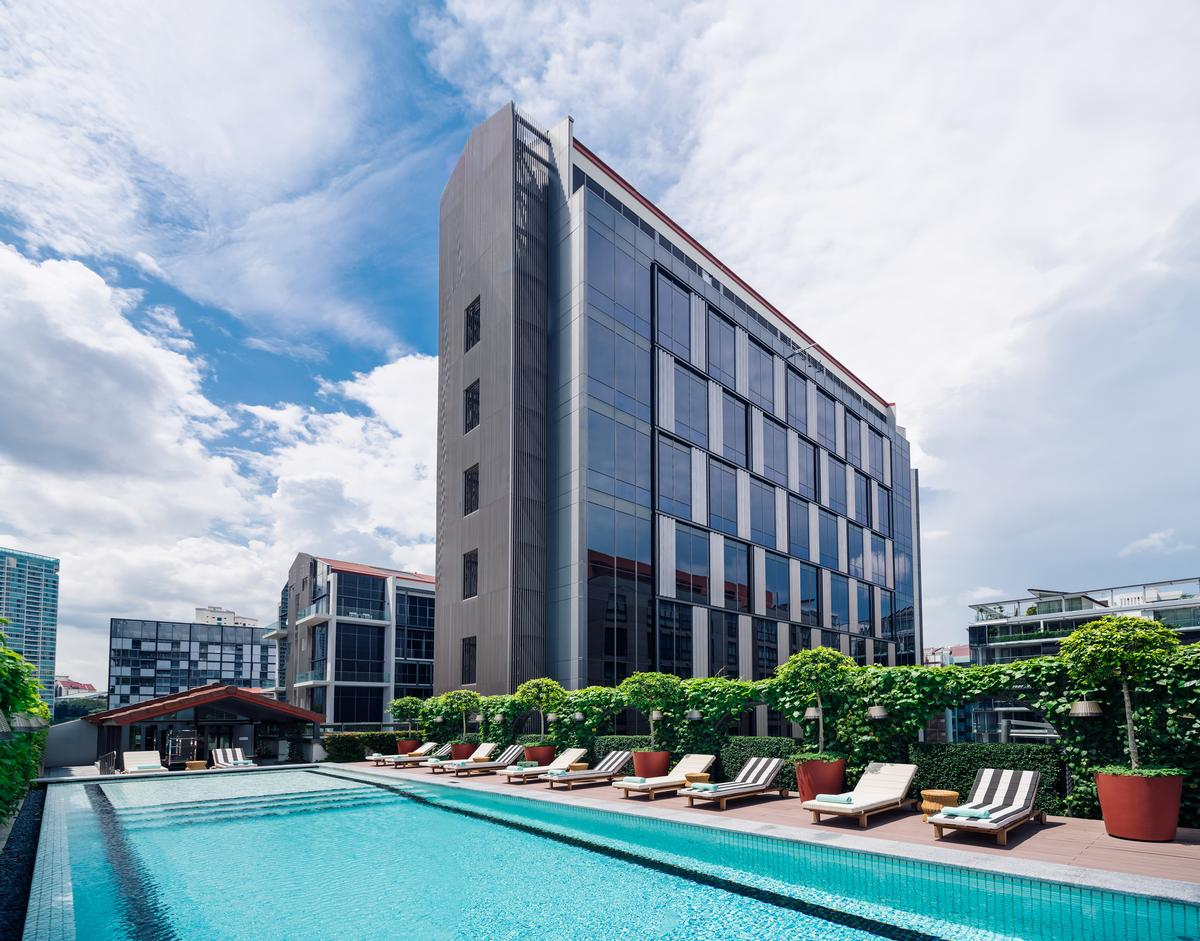 The hotel is located on the Singapore River overlooking the vibrant Robertson Quay enclave / M Social Singapore