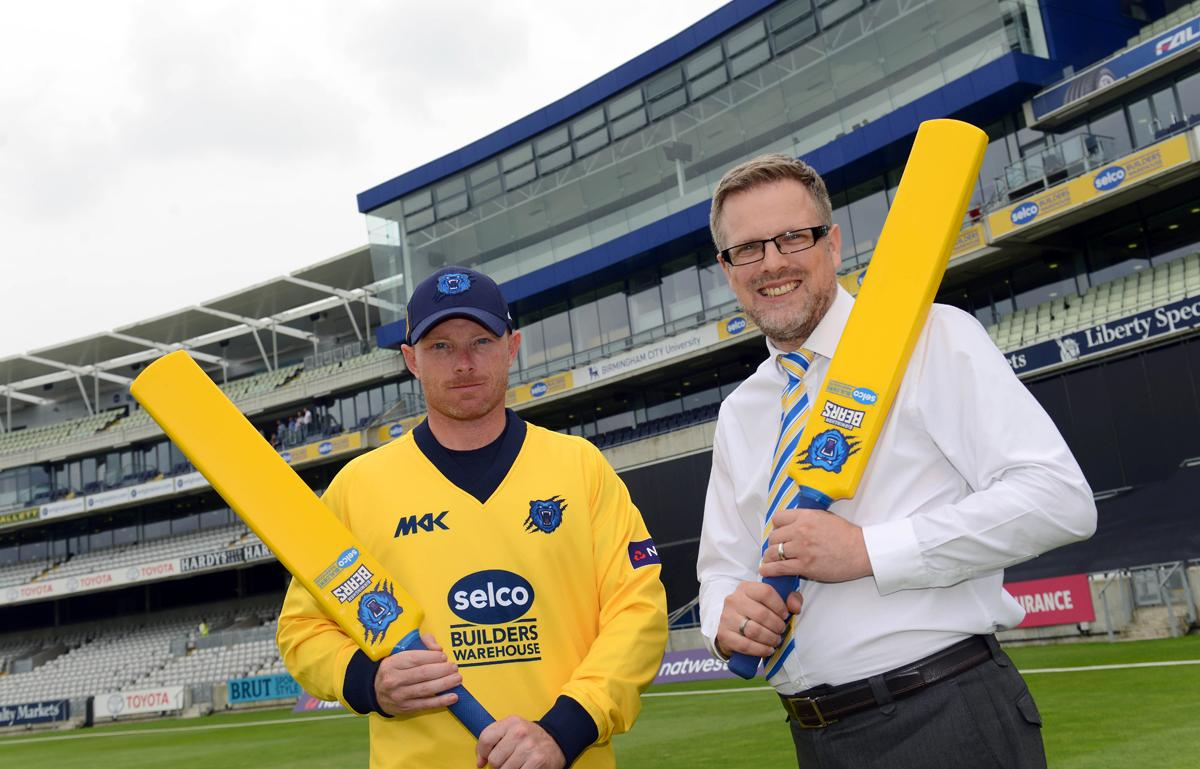 Warwickshire's Ian Bell (left) poses with a plastic bat