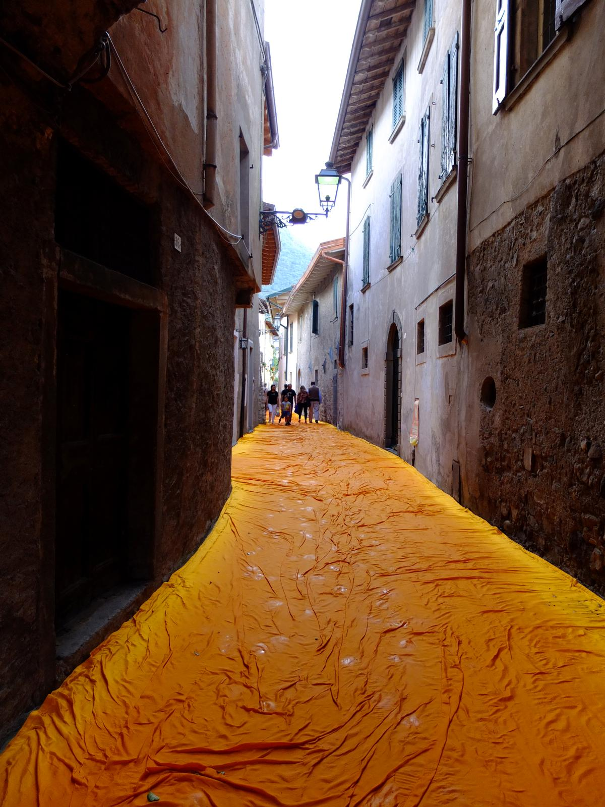 Once they reach dry land, the walkways continue along 2.5km of pedestrian streets / Wolfgang Volz