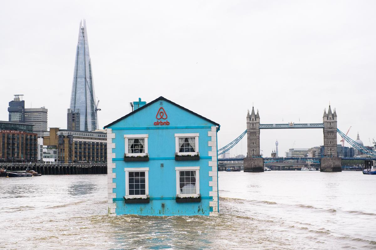 The house on the Thames with the Shard and Tower Bridge in the distance / Airbnb.com, Photography by Mikael Buck