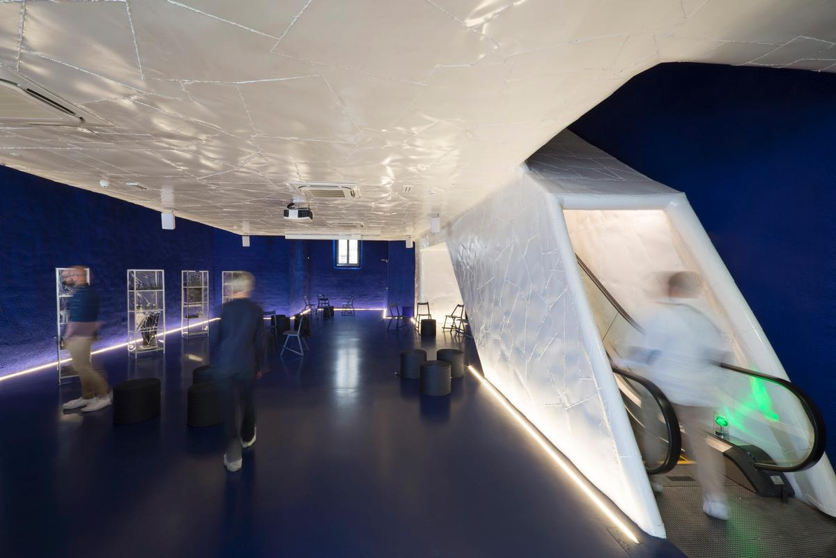 The institution has been conceived as a 'house within a house', with a visit including passing through multiple rooms and passages / Museum of Apoxyomenos