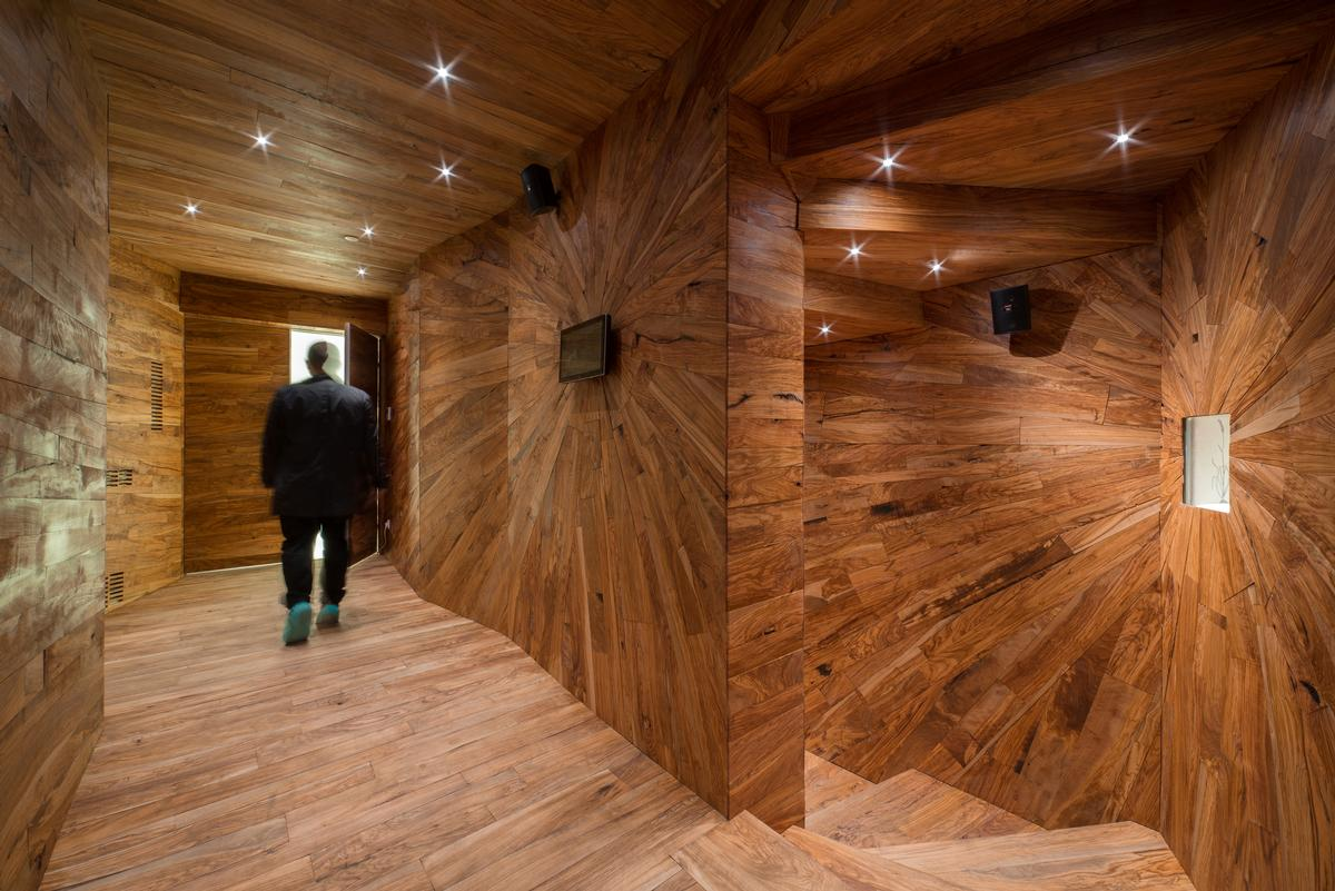 "'The olive passage"" is a staircase made of wood / Museum of Apoxyomenos"