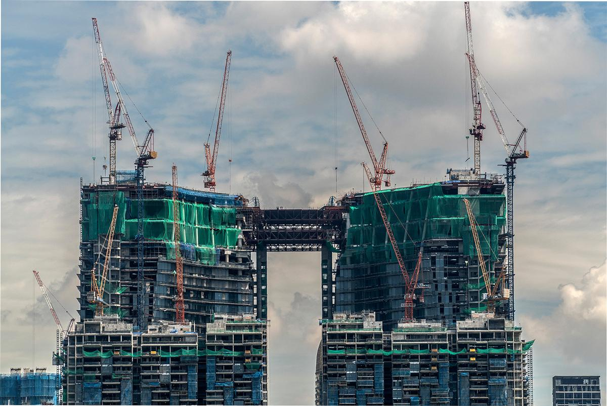 The building has topped out in Singapore's Central Business District / Ingenhoven Architects