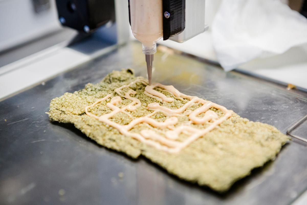 Food Ink's meals are produced using a multi-material 3D printer that can print a huge range of ingredients, from chocolate to goat's cheese and pizza dough / Food Ink