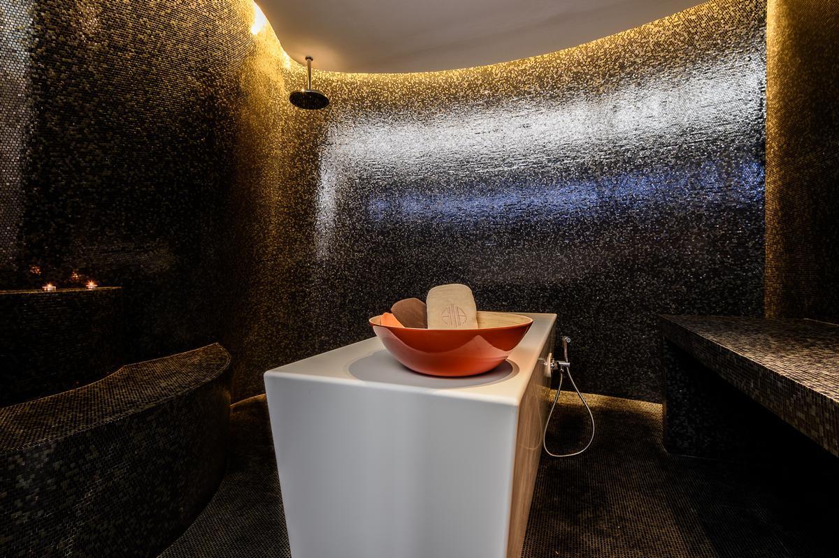 Wet rooms have moody mosaics / Alaena Spa