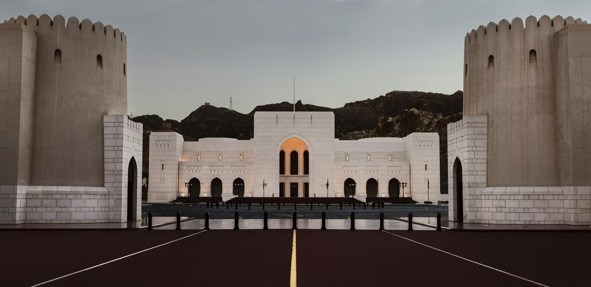 Looking very much like a palace in its own right, the museum faces the Qasr al Alam Palace at the opposite end of Muscat's ceremonial boulevard