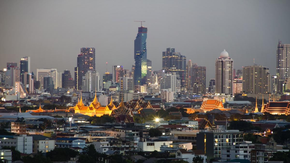 The tower is a dramatic addition to Bangkok's Central Business District / Alexander Roan, courtesy of PACE