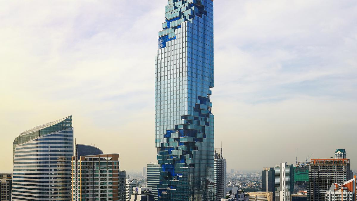 Architect Ole Scheeren has completed Thailand's 'pixellated' MahaNakhon tower / PACE