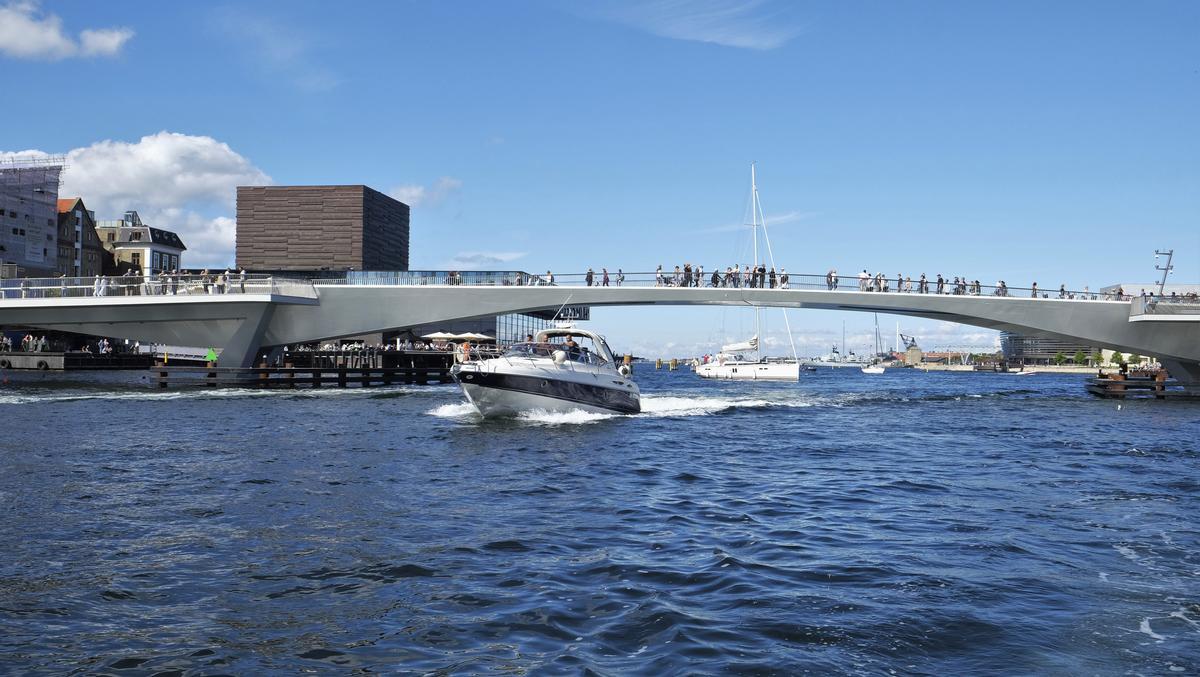 The bridge was designed to have a subtle impact on the landscape / Studio Bednarski