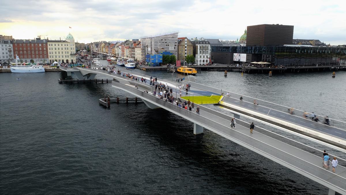 The bridge opens un under one minute via a sliding mechanism / Studio Bednarski