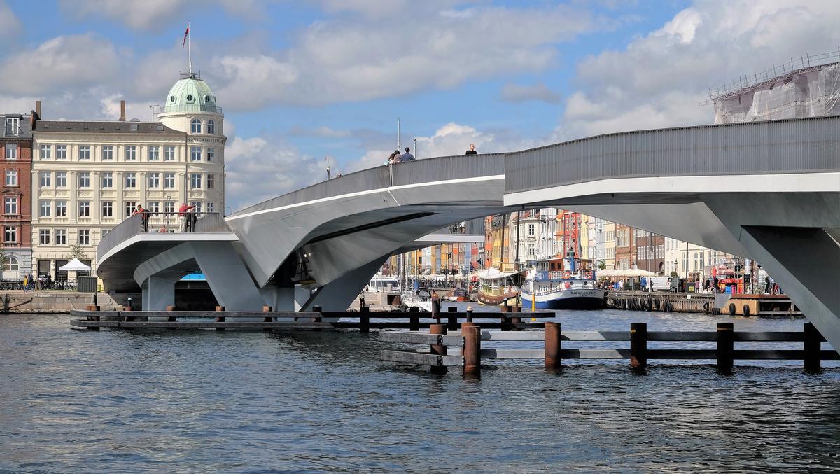 The studio said the bridge will reinvigorate Copenhagen / Studio Bednarski