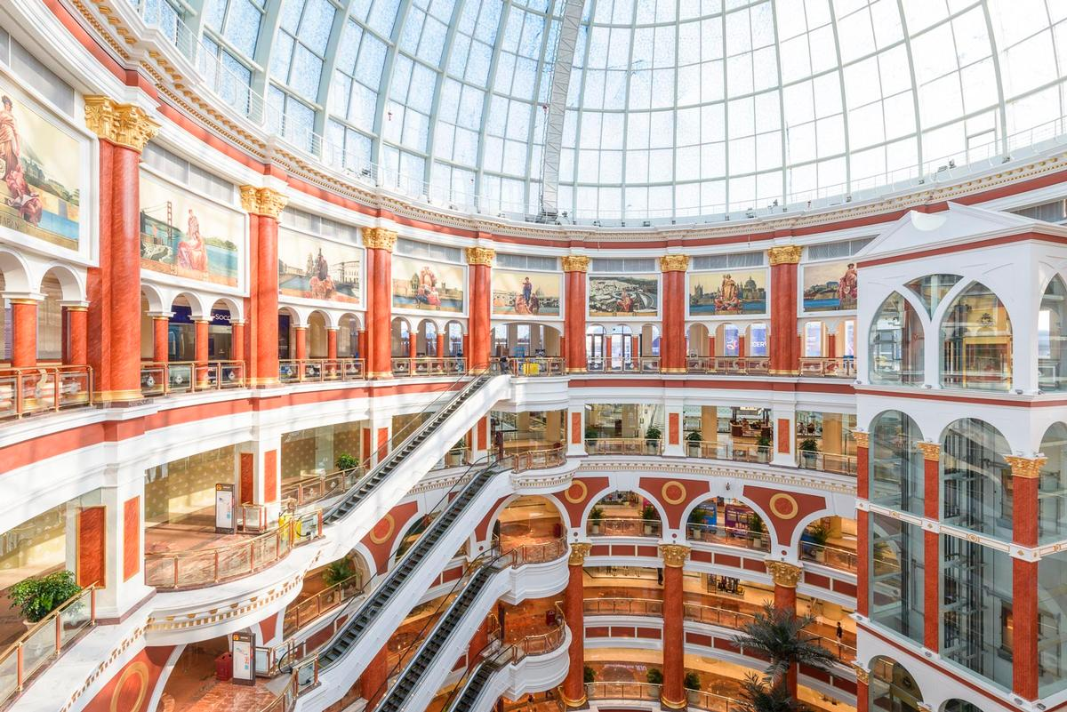 Art Deco has inspired the building's giant atrium / Chapman Taylor