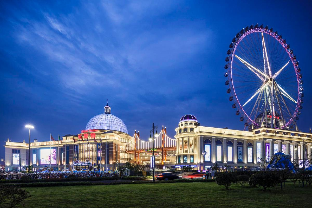 The 500,000sq m (5.3 million sq ft), five-level project is located in the city of Changzhou / Chapman Taylor