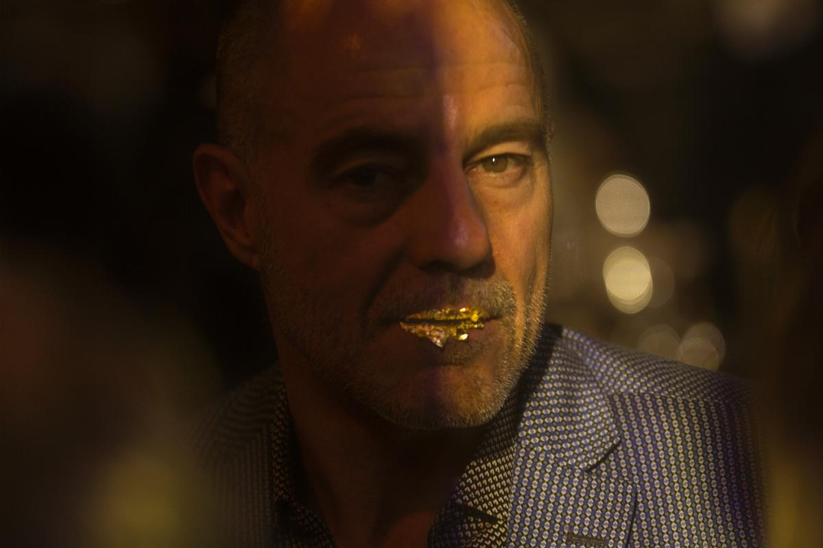 Abramovic encouraged guests to smear gold leaf on their lips / David Vexelman