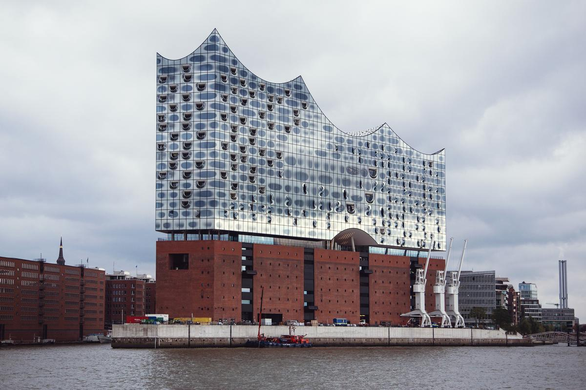 The Elbe Philharmonic complex is built around a former warehouse known as the Kaispeicher A / Sophie Wolter