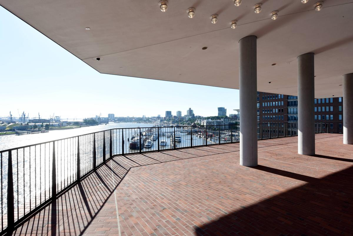 The new public viewing deck offers panoramic views of the city and harbour / Michael Zapf