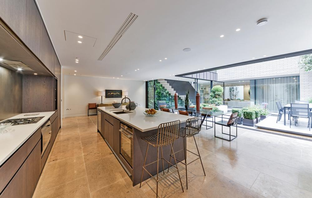The kitchen and reception areas open onto the internal courtyard, creating a seamless space