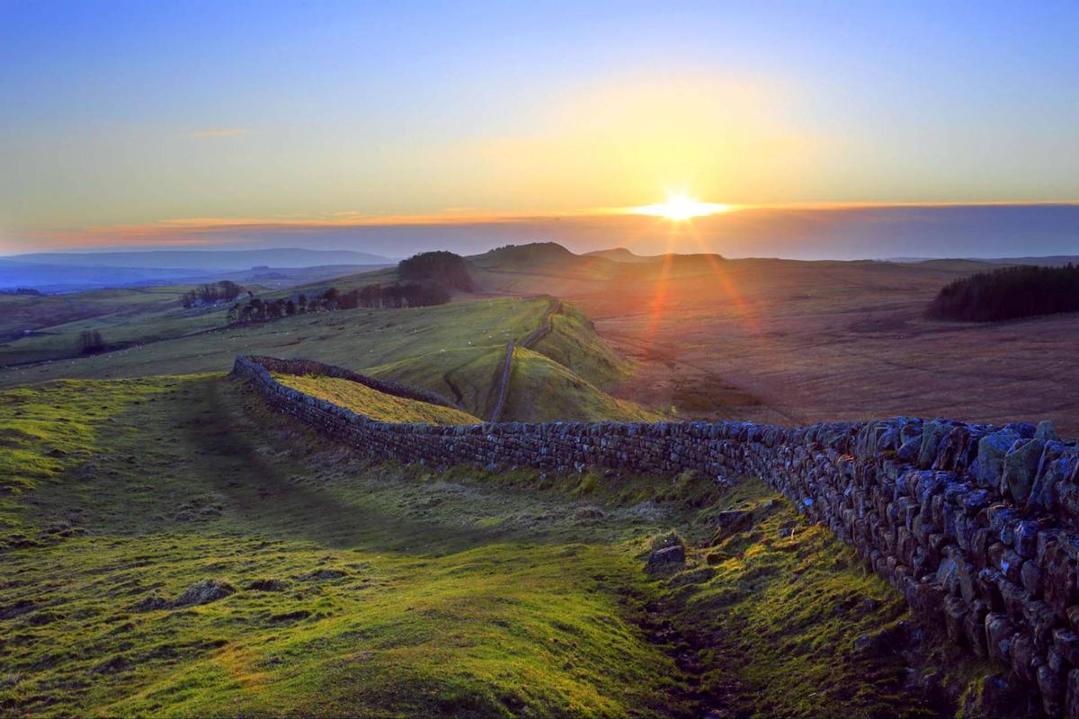 Hadrian's Wall at Kennel Crags, Northumberland / Roger Clegg